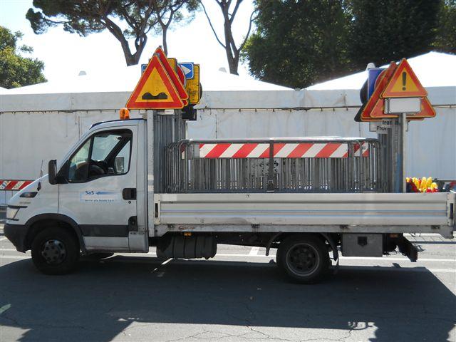 Nuovo lastrico in via Pellicceria, asfaltature in via D'Annunzio e la riparazione del guard rail sul Viadotto dell'Indiano