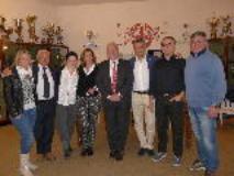 Francesco Franchi, quarto da destra, con lo staff di dirigenti e tecnici dell'Isolotto Calcio 1974