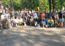 La squadra dei cacciatori. Al centro, con la scopa, il presidente dell'ATC Piero Certosi