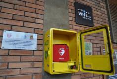Il defibrillatore nel loggiato del municipio di Figline