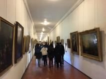 i ragazzi in visita al corridoio Vasaraino