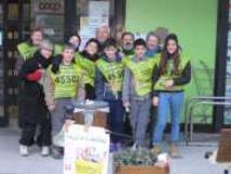 Volontari impegnati nella raccolta alimenti