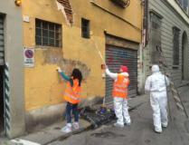Gli angeli del bello al lavoro in Piazza Brunelleschi