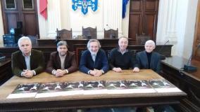 il vicepresidente Azzi, il presidente di Chiti Scherma Pistoia Luca Magni, il sindaco Bellandi, il delegato allo sport Dal Porto e il presidente regionale Federscherma Morini