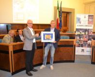 Lambruschini premiato dal sindaco di fucecchio Alessio Spinelli