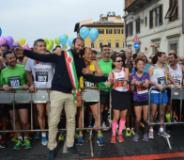 L'assessore Vannucci alolon start della Half Marathon Firenze Vivicitta'