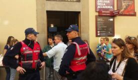 I volontari in servizio in via Ricasoli