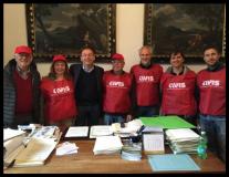 Volontari dell'Avis con il sindaco Sottani