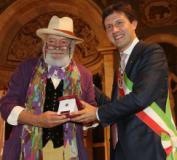 Wanny Di Filippo riceve il Fiorino d'oro dal sindaco Nardella