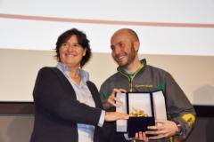 Assessrore Saccardi premia Niccolo Capriani (fonte foto sito Regione)