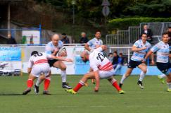 Newton difende sull'apertura recchelina Agniel. Foto Pro Recco Rugby - autore Osvaldo Ciotti
