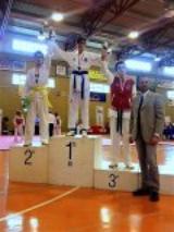 Cosimo Sbolci sul gradino piu alto del podio del Tkd Firenze (fonte foto comunicato stampa)