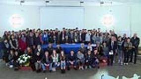 presentazione bilancio emporio foto di gruppo con studenti dagomari