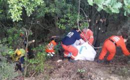 Raccolta di rifiuti nei boschi di Capraia e Limite