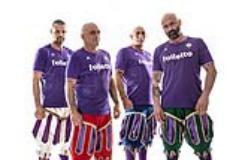 I quattro capitani del calcio storico fiorentino con la maglia viola