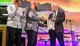 Da sinistra il sindaco di Santa Croce Giulia Deidda, il presidente del Tc Santa Croce Simone Martini e il presidente del Consiglio della Regione Toscana Eugenio Giani