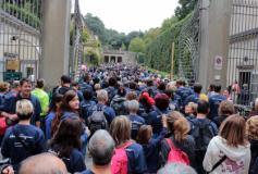 Il fiume dei partecipanti a Corri la Vita 2017 entra a Boboli (Foto Antonello Serino - Met)