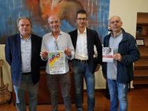 il sindaco Lorenzini con Mauro Nesi e Filippo Gronchi della Ca Montemurlo e Roberto Valerio della Fondazione Cure2Children alla presentazione della Cronocoppie