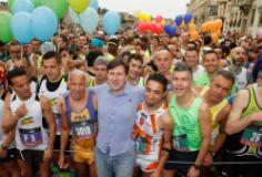 Il sindaco Nardella alla partenza della Half Marathon