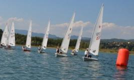 Barche a vela sul lago di Bilancino
