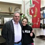 Emily Wahby foto con il sindaco