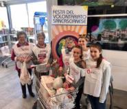 Volontari alla raccolta alimentare a San Casciano (foto ufficio stampa Comune di San Casciano)