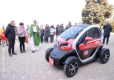 La benedizione della nuova auto a San Miniato al Monte