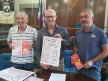 In foto da sx: Luigi Cardini (Fratres), il sindaco Alessio Spinelli e l'assessore a welfare, associazionismo e volontariato Emiliano Lazzeretti