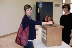 Il sindaco Brenda Barnini vota al seggio di Empoli