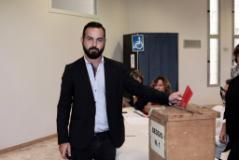 Il sindaco di Certaldo Giacomo Cucini vota al seggio di Empoli